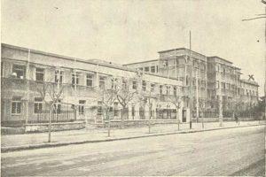 Η Υγειονομική Σχολή Αθηνών το 1936. Άποψη από τη λεωφόρο Αλεξάνδρας